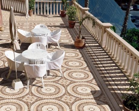 Tile of spain tendencias tema del mes hist rico for Pisos para cocheras y patios